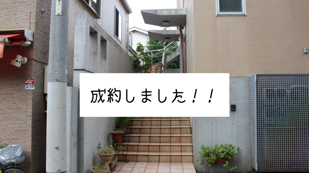 階段を上がってすぐのお部屋です